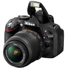 Nikon D5200 + AF-S 18-55 DX VR II