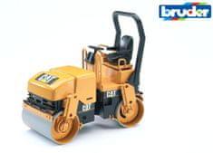 BRUDER CAT valcovací stroj pri pokladaní asfaltu 1:16