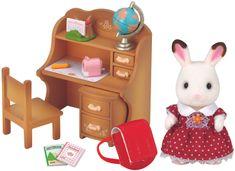 Sylvanian Families Nábytok chocolate králikov - sestra pri písacom stole so stoličkou