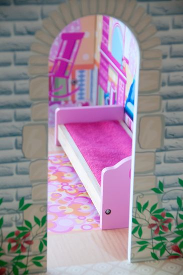 Woody barvita hišica z dvigalom