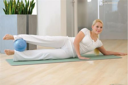 Sissel žogica Pilates Soft Ball, 22 cm, modra