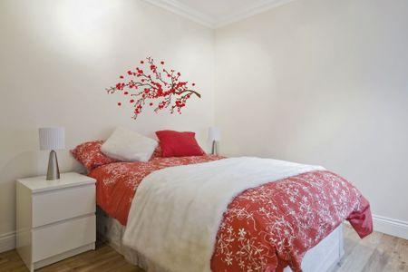 Crearreda stenska dekorativna nalepka, rdeči ramage L