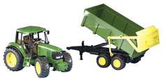 Bruder traktor John Deere s prikolico, 67 cm