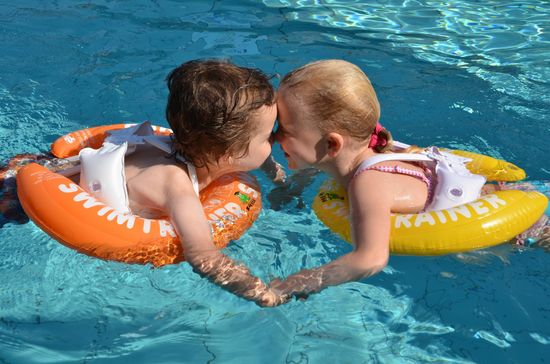 Freds swim academy Fredov obroč - oranžen, od 15 - 30 kg
