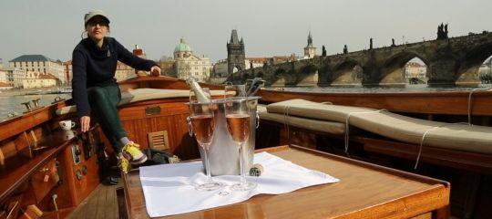 Poukaz Allegria - plavba po Vltavě s lahví šampaňského