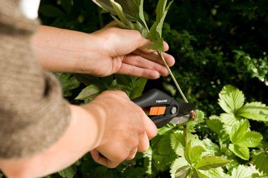 Fiskars Nůžky SingleStep zahradní dvoučepelové (P26) (111260), záruka Fiskars 5 let