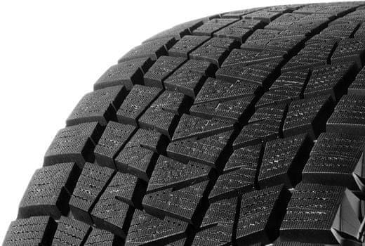 Bridgestone BLIZZAK DM-V1 225/55 R19 R99