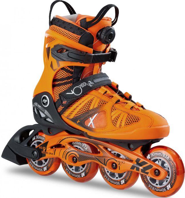 Pri tekmovalnih rolerjih je material čevlja oblikovan po nogi tekmovalca