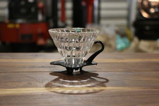 Hario stekleni Dripper V60-02, črn