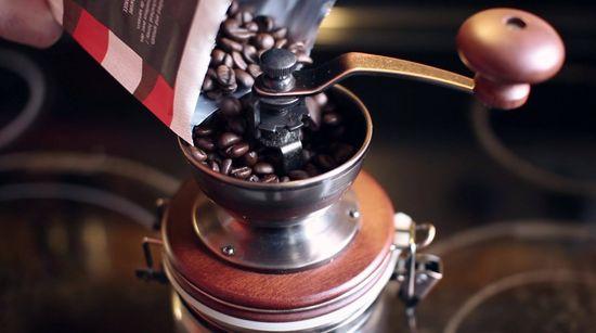 Hario Canister ruční mlýnek na kávu