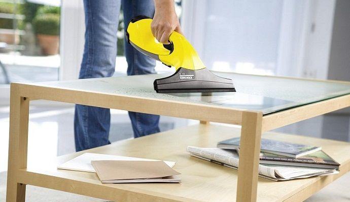 Využijte čistič na 100 % - pomůže vám se skleněnými plochami i v koupelně