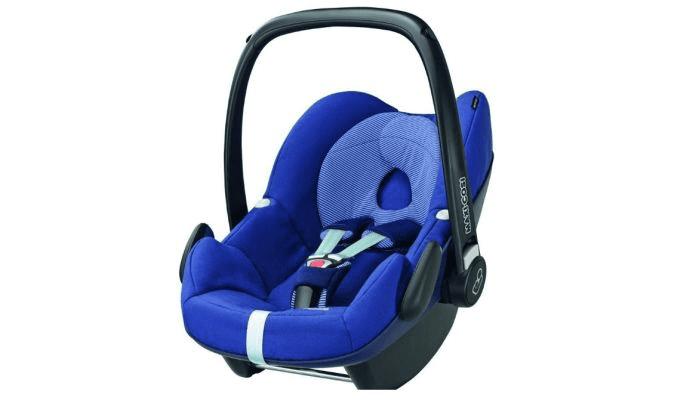 Avtosedež 0/0+, t. i. lupinica. Uporablja se tudi za prenašanje otroka ali namestitev na otroški voziček.