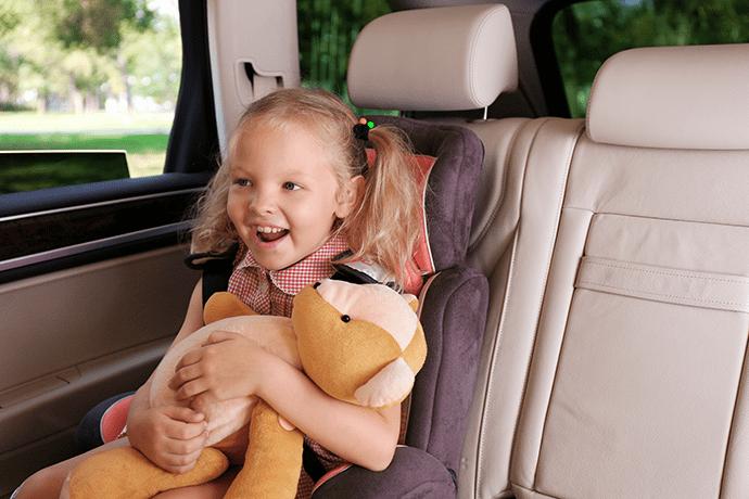 Jakmile dítě přeroste horní okraj autosedačky, je na čase koupit větší.