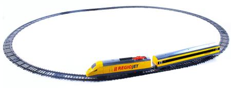 Rappa Sárga RegioJet vonat hanggal és világítással