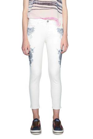 Desigual jeansy damskie Evens 34 kremowy