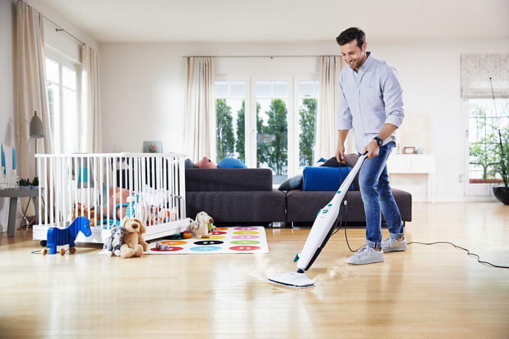 Parní čistič Leifheit Clean Tenso důkladně čistí tvrdé podlahy