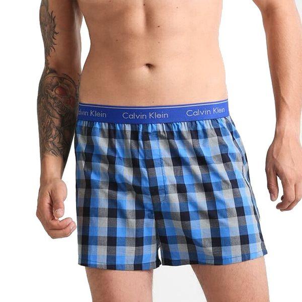Calvin Klein pánské modro-černé kostičkované volné trenýrky/trenky Trad Fit Boxer NU1718A - Velikost: M