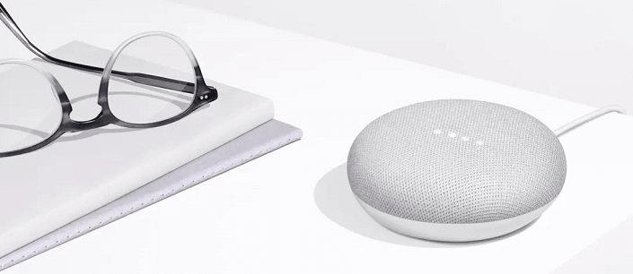 Google Home Mini - reproduktor s umělou inteligencí, bílý