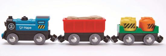 Hape lokomotywa z wagonami