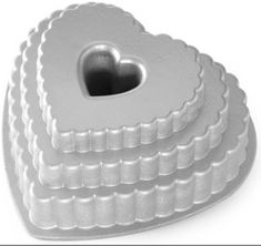 Nordic Ware Forma na bábovku patrové srdce, stříbrná