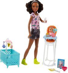 Mattel igralni set Barbie varuška - lutka z roza majico