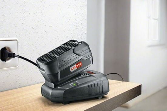 Bosch začetni komplet PBA 18V / 4,0 Ah W-C + AL 1815 CV (1600A00ZR7)