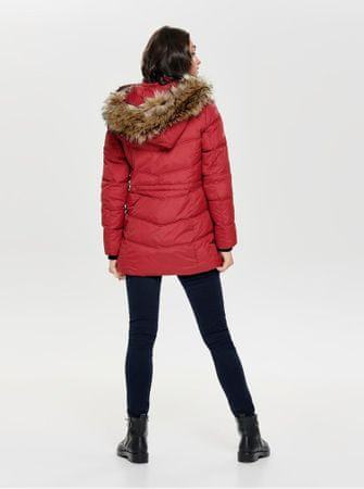 ONLY červený prošívaný zimní kabát s odnímatelnou kapucí Newottowa M ... fba5c41000