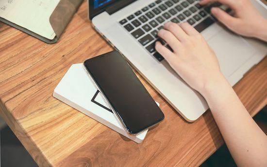 Allocacoc PowerBank Duo-Wireless prenosna baterija, 8.000 Ah, bela