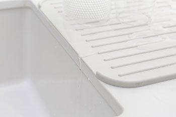 Brabantia Silikonový odkapávač na nádobí, světle šedý