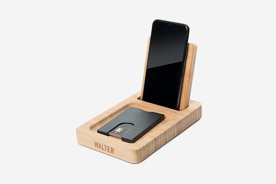 Walter Wallet podstavek Walter Bamboo Standing Dock pokončni + brezžično polnjenje mobilnega telefona
