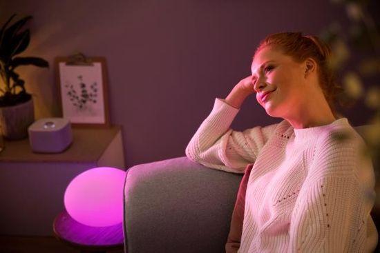 Philips Hue Flourish 40904/31 / P7 LAMPA STOLNÁ LED RGB 9,5W 806 lm 2000-6500K, biela