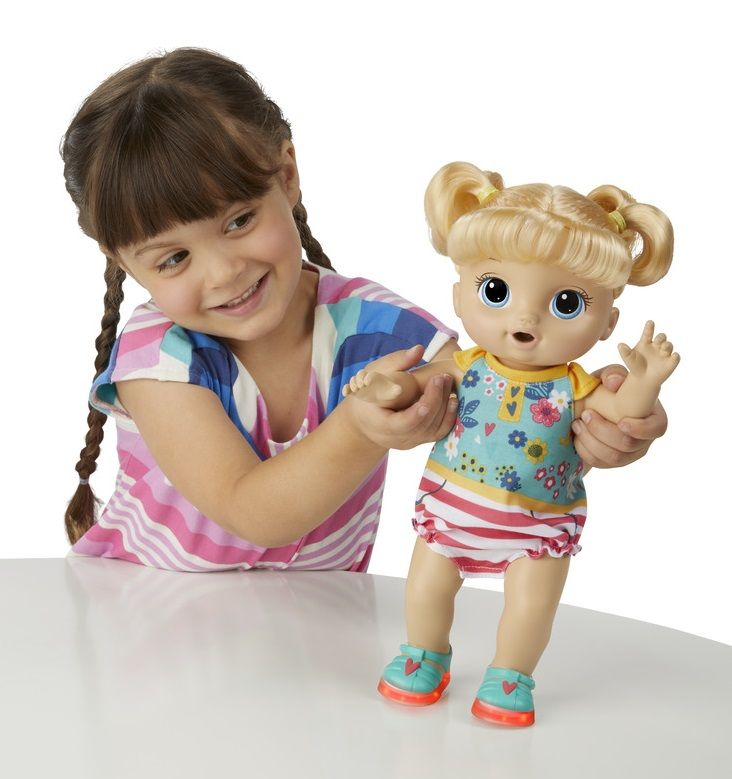 Hasbro Baby Alive Blond panenka s brýlemi