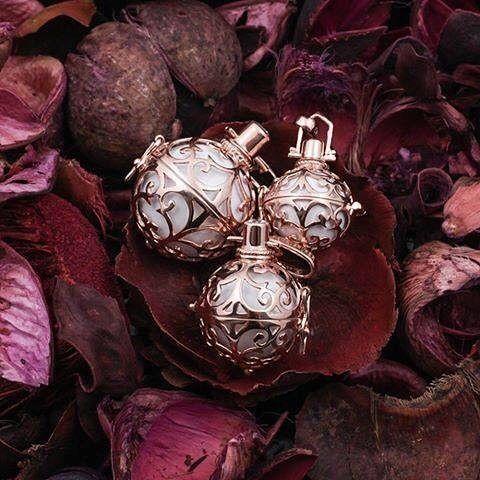 Engelsrufer Růžově zlacený stříbrný přívěsek Andělský zvonek s bílou rolničkou ER-01-R stříbro 925/1000