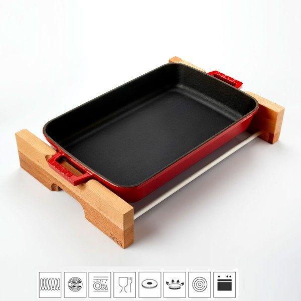 Lava Litinový pekáč 22x30cm s dřevěným podstavcem - červený LVPTP2230K4R