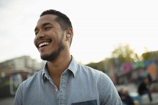 CellularLine Evade brezžične slušalke, bele