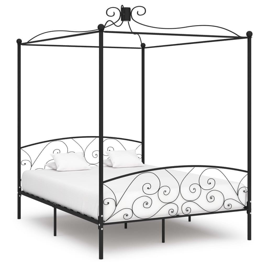 Zdobená kovová postel