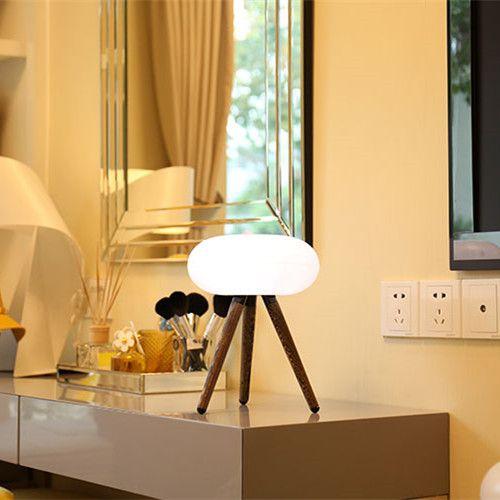 GOLDSUN Lampa bezprzewodowa 1928 - Statyw - Ciemne drewno - 2200 mAh