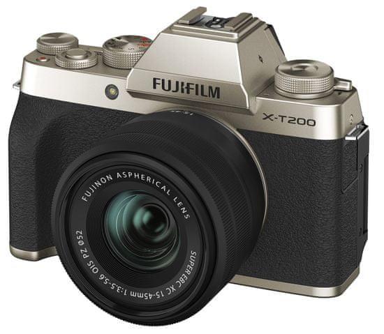FujiFilm X-T200 + XC 15-45