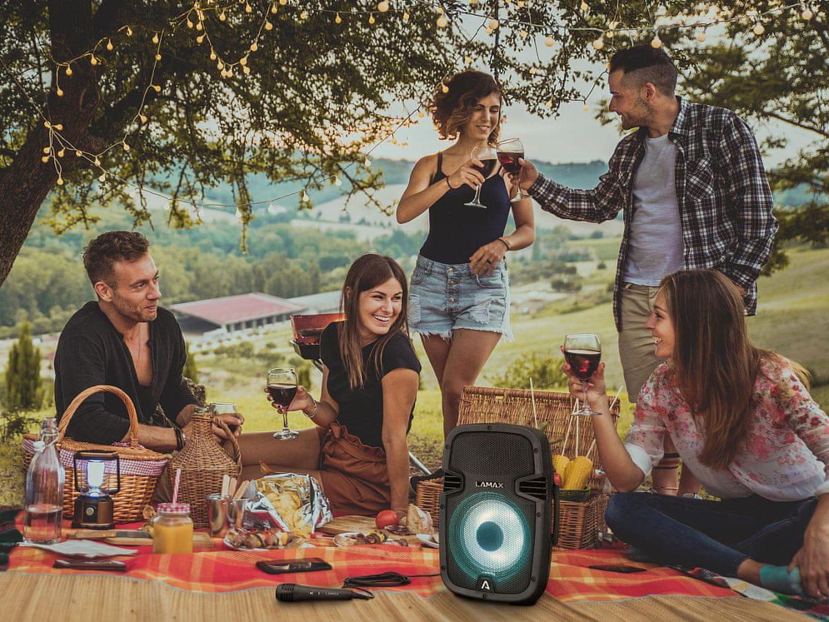 Vezeték nélküli LAMAX PartyBoomBox300 hangszóró távirányító LED megvilágítás 16 órás üzemidő fm rádió IP54 vízálló védelem
