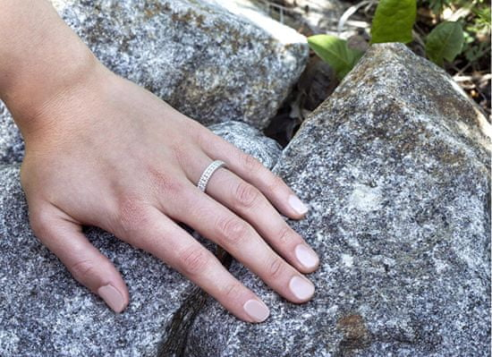 Beneto Ezüst gyűrű cirkóniákkal AGG325 ezüst 925/1000