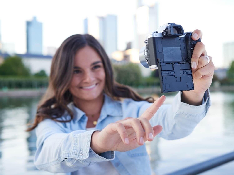 Olympus E-M10 Mark IV + 14-42 EZ + 40-150, selfie, zaslon nagiba, ostrina obraza in oči, samodejno ostrenje, prepoznavanje obrazov