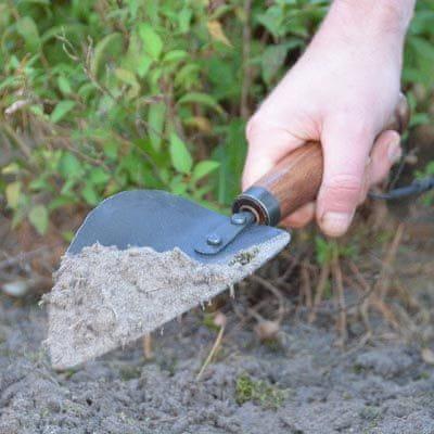 Esschert Design zahradnická lopatka, kovaná s dřevěnou rukojetí