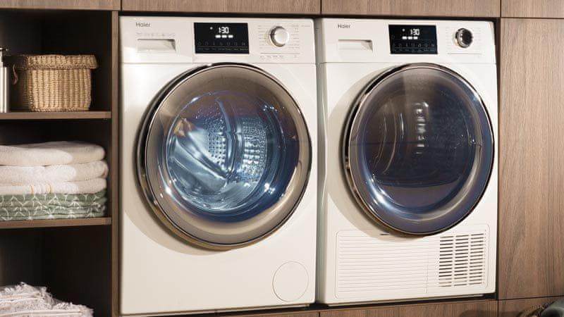 Pračka se sušičkou Haier HWD80-B14979-S vnitřní osvětlení bubnu