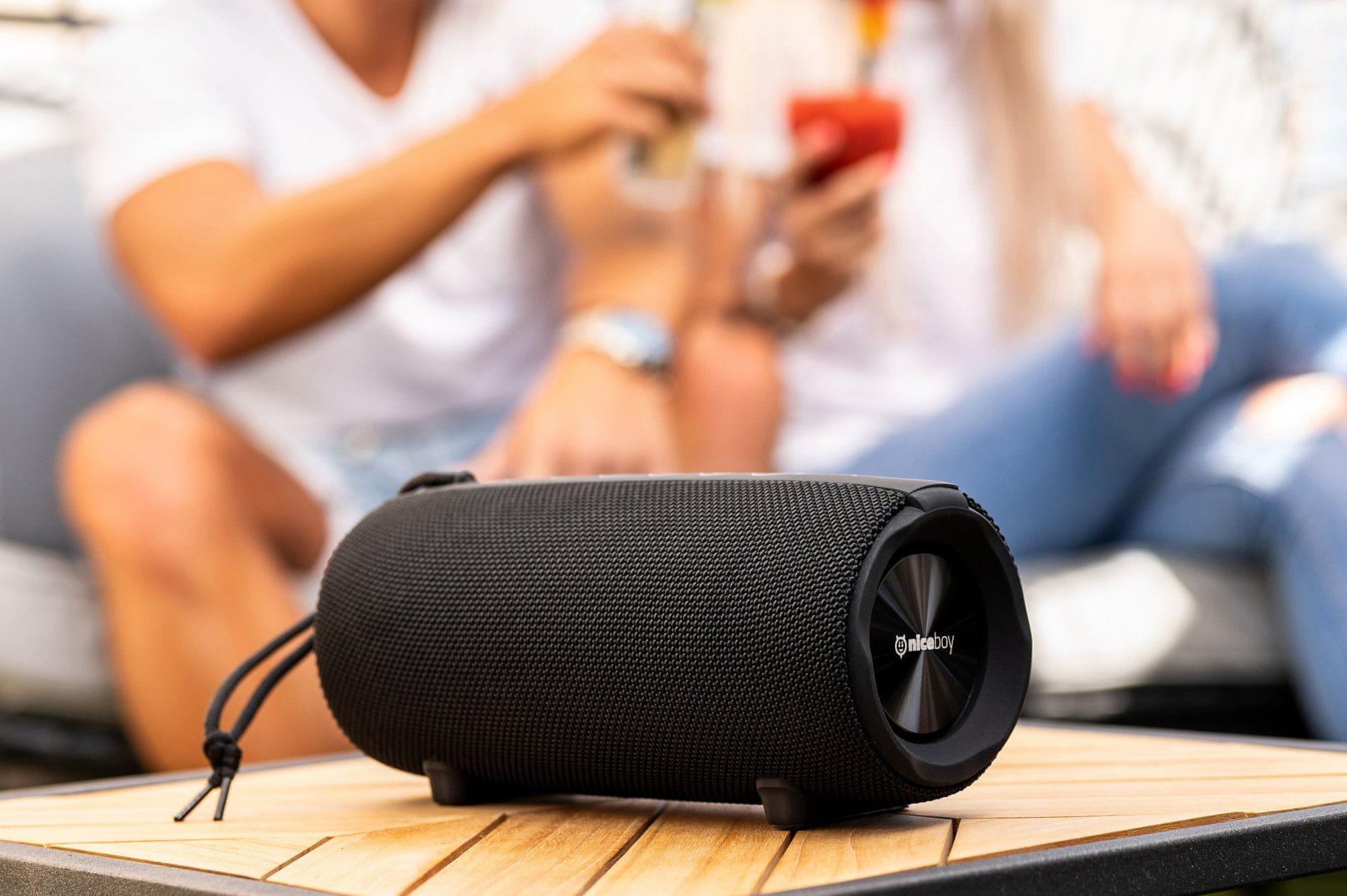 niceboy raze 3 titan reproduktor se skvělým výkonem 50 w doma i venku skvělý zvuk maxxbass technologie pro výrazné basy hraje až 15 h na nabití krytí ip67 powerbanka fm rádio výdrž 15 h na nabití Bluetooth 5.0 microsd slot usb vstup audiokabel aux in vstup handsfree funkce true wireless spárování s dalším repráčkem