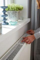 Tesa Odrazová fólia za radiátor tesamoll®, fólia na energetickú úsporu - s hliníkovou vrstvou, samolepiaca, 1m:0,7m