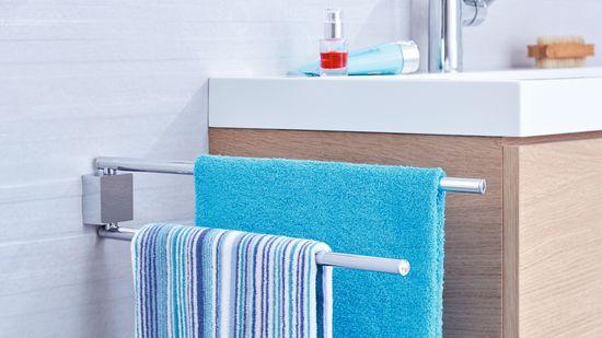 Tesa Dvojramenný vešiak na uterák tesa® Ekkro, chrómovaný kov, samolepiaci, 80 mm x 50 mm x 420 mm