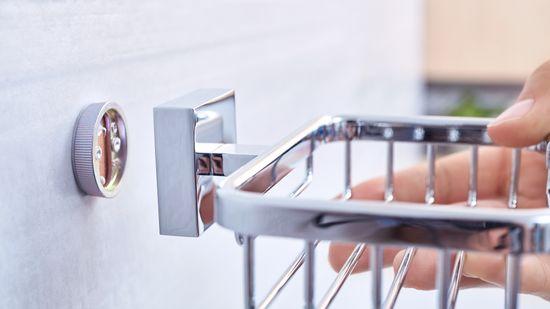 Tesa Ekkro samolepisaci košík na mydlo, chróm svysokým leskom, 50 mm x 135 mm x 118 mm