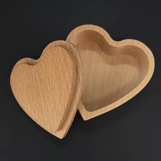 AMADEA Dřevěná krabička ve tvaru srdce, masivní dřevo, 8x3 cm
