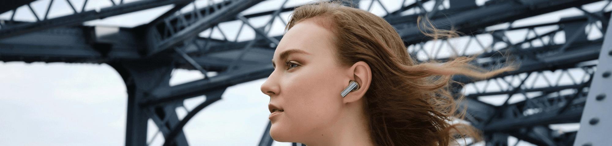 ultramoderné minimalistické bluetooth 5.2 slúchadlá bezdrôtová huawei freebuds pre 7h výdrž na nabitie anc technológie potlačenia hluku detekcie v ušiach nabíjací box systém 3 mikrofónov potláčajúce hluky pri handsfree pohodlné v ušiach