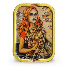 """La Perle des Dieux Francouzské sardinky v extra panenském oliv. oleji """"Mlle Perle en Inde"""" 115g"""